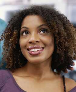 Kako zmanjšati kodraste lase, da odstranite poof