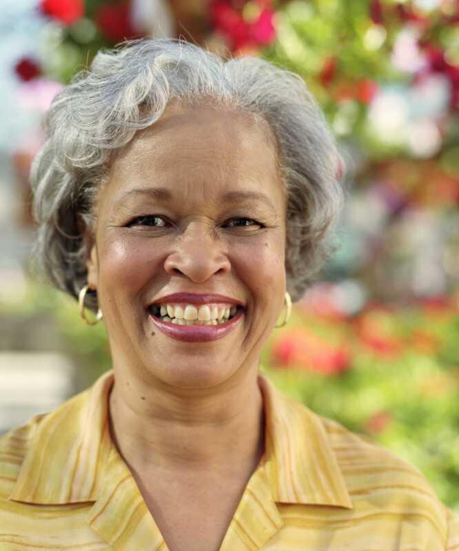 Fargerig grå hår: Topp tips og produkter