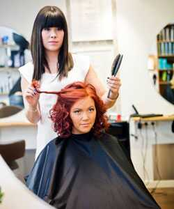 Patarimai, kuriuos reikia sužinoti prieš garbanotą šukuoseną