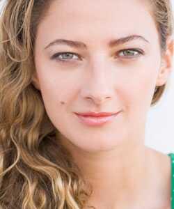 Valovita nega kose: Korišćenje proizvoda na vlažnoj kosi