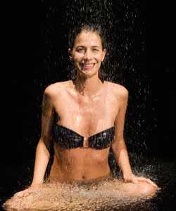 Shower talk: Como sua água afeta seus cachos