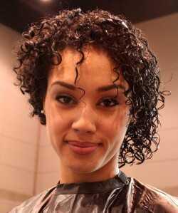 Abs 2018: Влажен раствор на кадрава коса