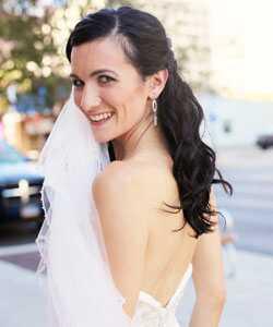 Домашние волнистые свадебные прически