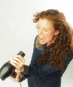 4 tips voor het drogen van krullend haar