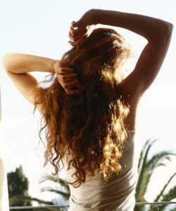 3 tipy pro zacházení s vlnitými vlasy