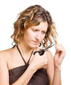Како да ја скратиш сопствената коса