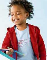 Βοηθήστε τα παιδιά να αγαπούν τα φυσικά μαλλιά τους από την αρχή