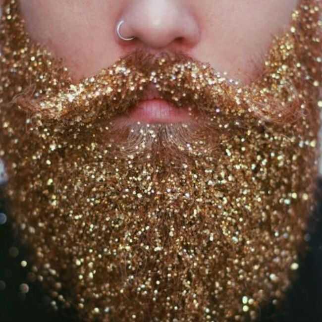 Volite ga ili ga ostavite: svjetlucavost brade i korijene trend