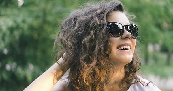 Wavy nasveti za lase: Brizganje frizz z vlago