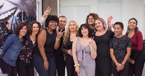 Pasveikink miestų garbanos, pirmą Meksikos miesto saloną, skirtą