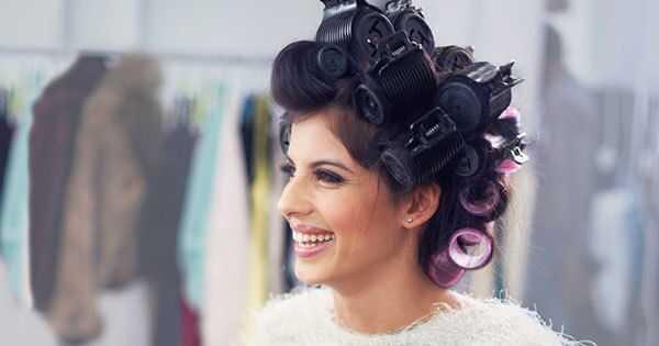 Consejos para usar rodillos calentados en el cabello ondulado