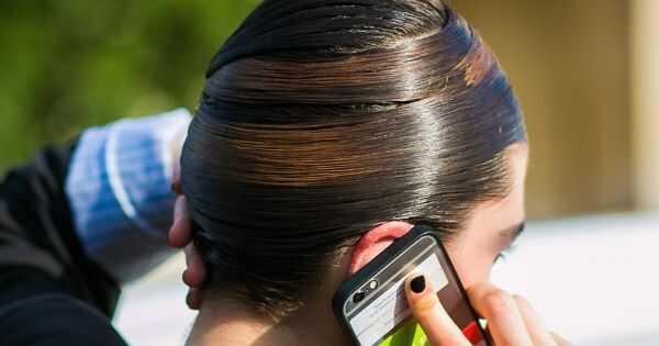 Ši didelė etiketė tiktai kultūriniu požiūriu priskirta juoda plaukų