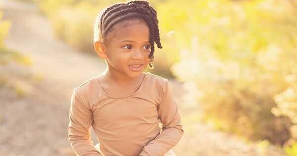 3 důvody, proč jsou vlasy vašeho dítěte náchylné k rozbití