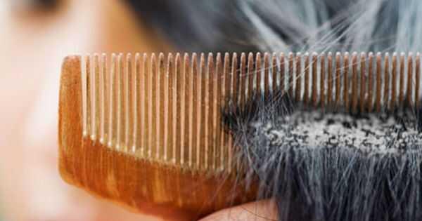 Как безопасно да премахнете натрупването на продукта от косата