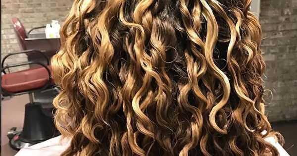 Er saltvand rent faktisk dårligt for dit hår? En stylist forklarer
