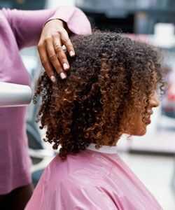 Природната коса ви прави по-черни?