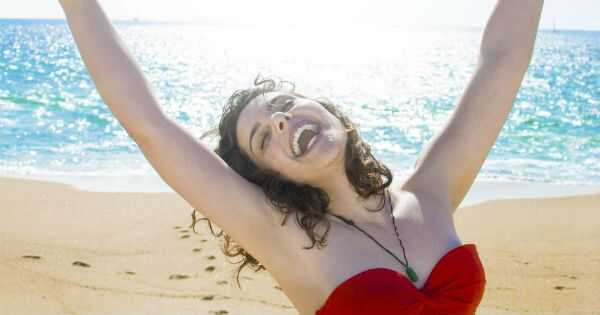 5 styling proizvoda da se oslobodite svog ljetnog frizz halo
