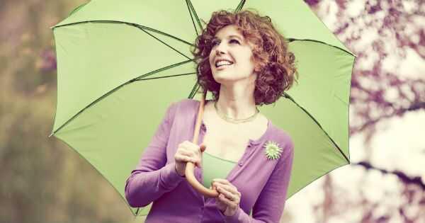 10 načinov, kako priti do frizz v deževnem dnevu