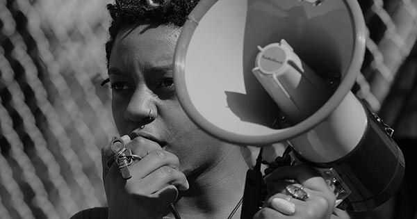 Vrstica aktivizma na afropunk festu Brooklyn 2018 navdihuje udeležence