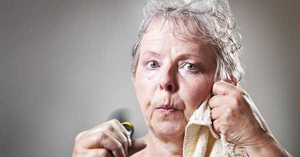 Како се бавити губитком косе током менопаузе