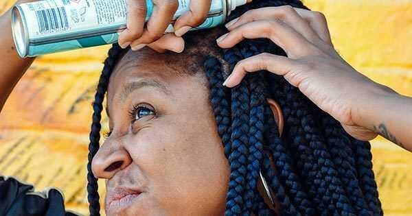 Ik probeerde bastiste droge shampoo op 4c haar. Dit is wat er is gebeurd