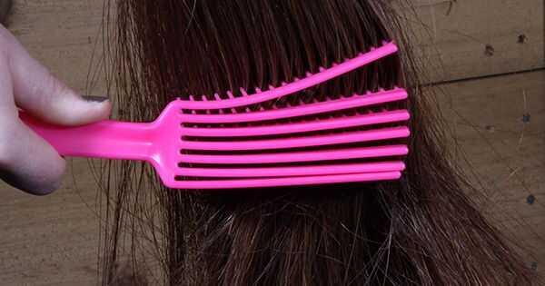 Zašto žene koriste konopne četke za svoju kovrdžavu kosu