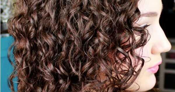 Kako osvežiti dvodnevnu kovrdžavu kosu