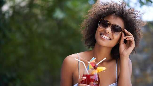 To je ono što alkohol radi vašoj kosi (i koži)