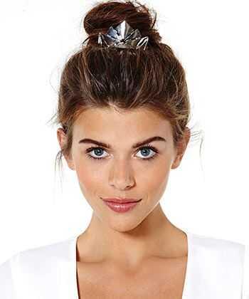 9 apdullināšanas matu aksesuāri prom