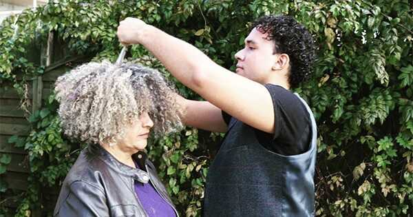Curly Girl metodas mitai debunked Curl ekspertas