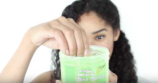 Hoe gel op krullend haar te gebruiken