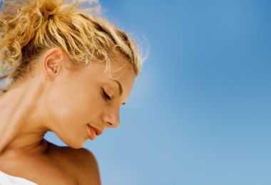 10 совети за тоа како да се стимулира кадрава коса