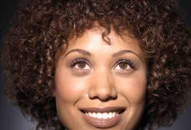 Kaip naudoti plaukų difuzorą jūsų garbanoms